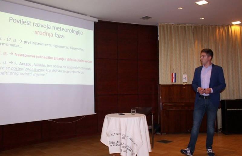 Nikola Vikić-Topić održao predavanje o vremenu i vremenima koja dolaze