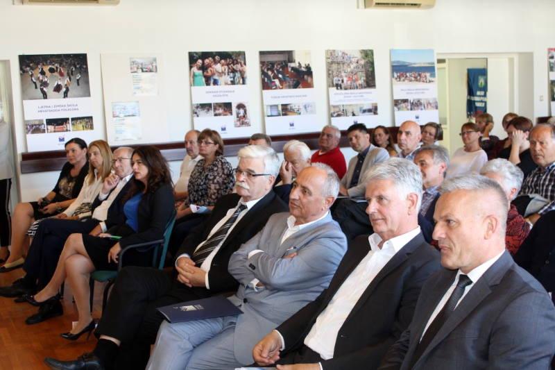 """Predstavljena knjiga Zorice Krajinović """"Zaustavljeni su krici, al' nisu duše"""""""
